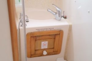 2018-12-31-ENSUITE-TOILET-AND-BASIN